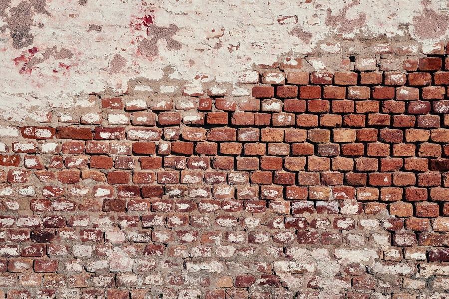 В Уваровском районе мужчину насмерть завалило обломками кирпичной стены