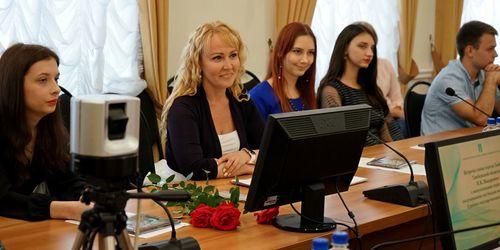 Глава города Наталия Макаревич встретилась с выпускниками 100-бальниками