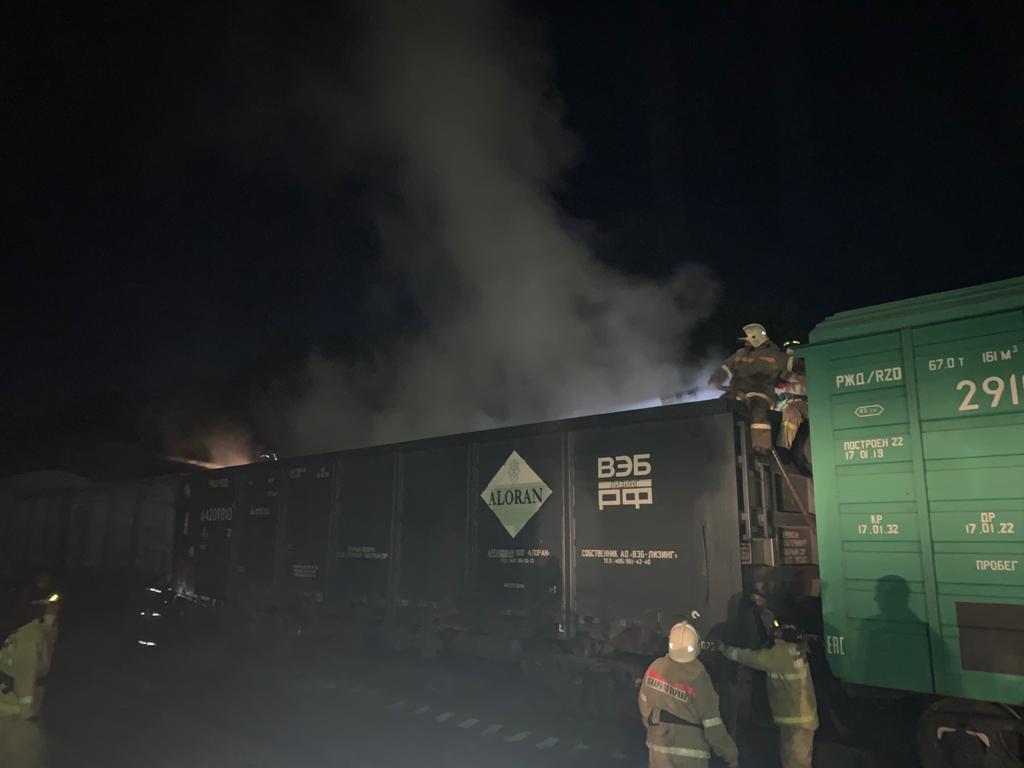 На жд перегоне в Тамбовском районе сгорел вагон с негашеной известью