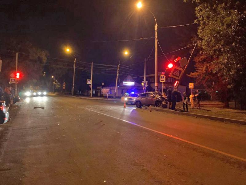 «Очевидцем» ночного ДТП в Тамбове стал бетонный столб