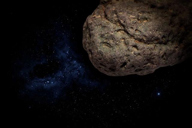 """""""Роскосмос"""" оценил опасность астероида 2011 ES4 для Земли"""