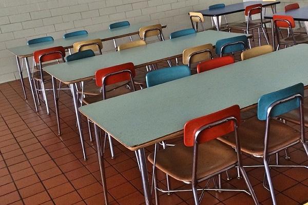 Школы, готовые организовать горячее питание младшим классам, получат субсидии