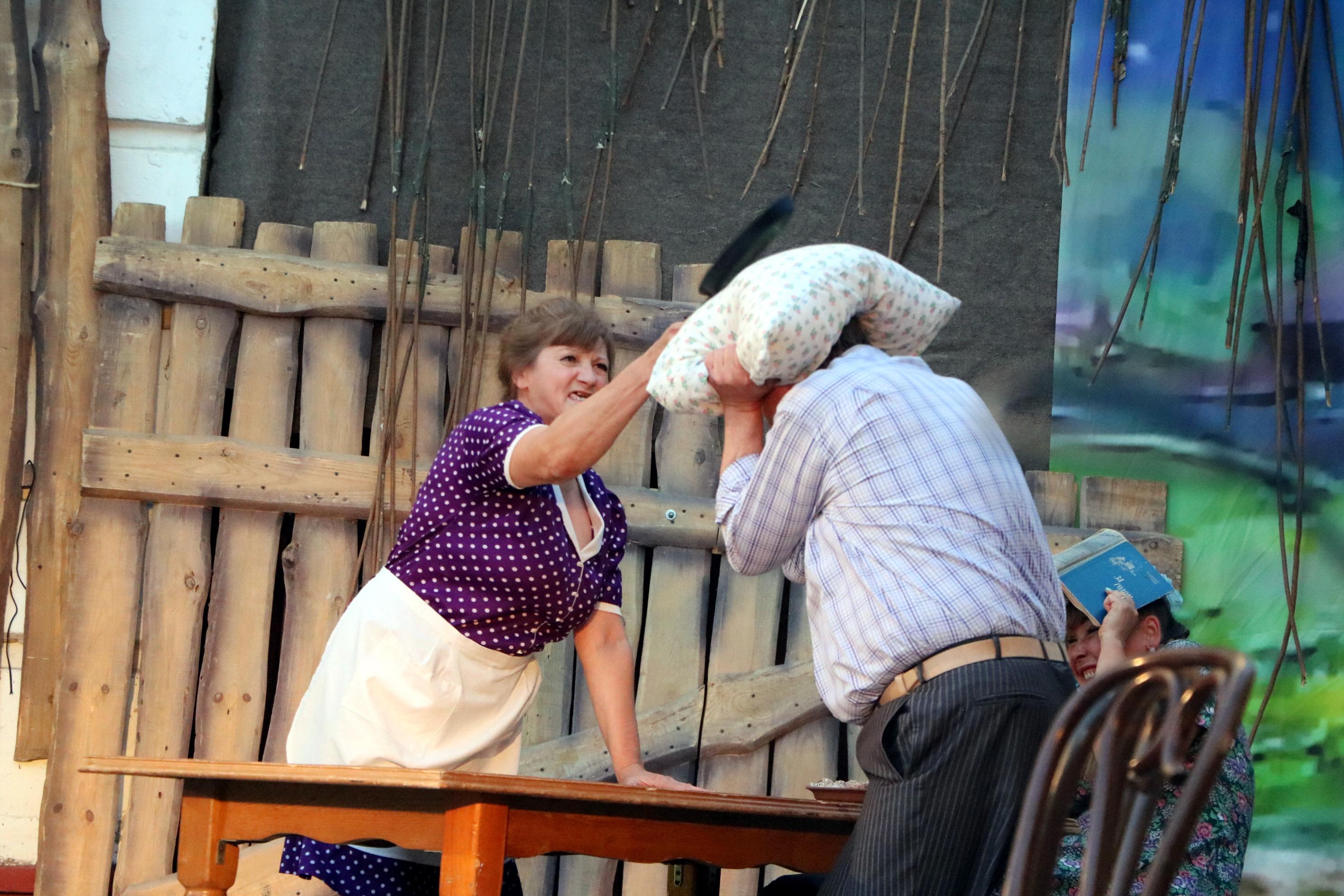 Тамбовские актёры на открытом воздухе сыграли спектакль впервые за полгода
