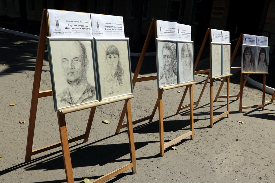 Тамбовских медиков, помогавших пациентам с коронавирусом, изобразили на портретах