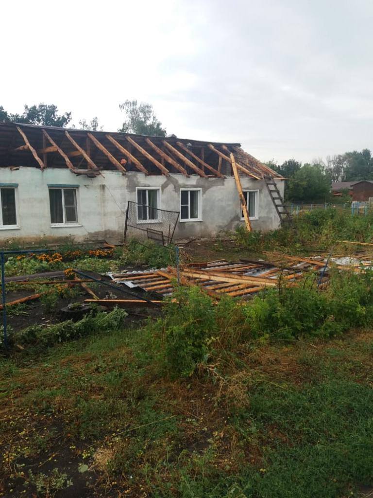 У жилых домов в Петровском районе снесло крыши