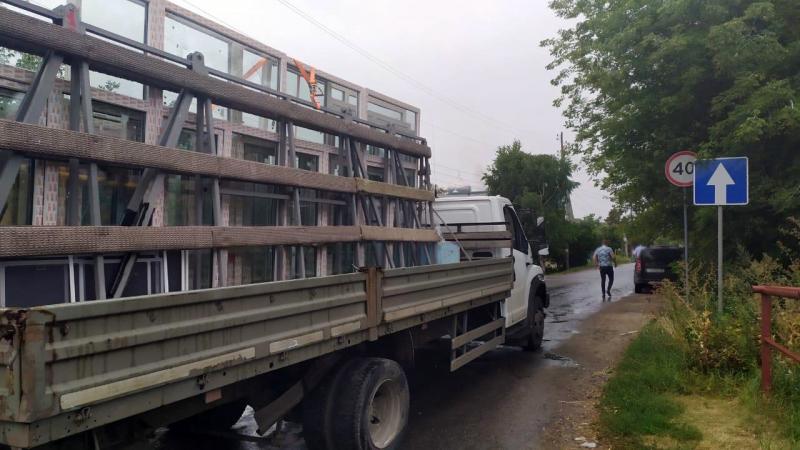 "В Мичуринске грузовик столкнулся с ""девяткой"""