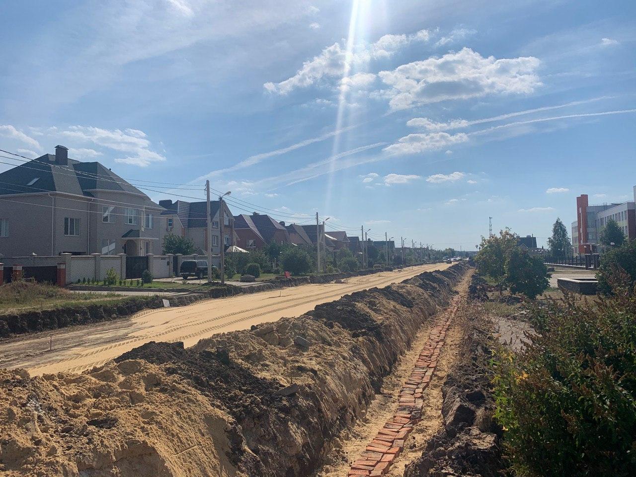 В микрорайоне Радужный продолжается реконструкция дорог