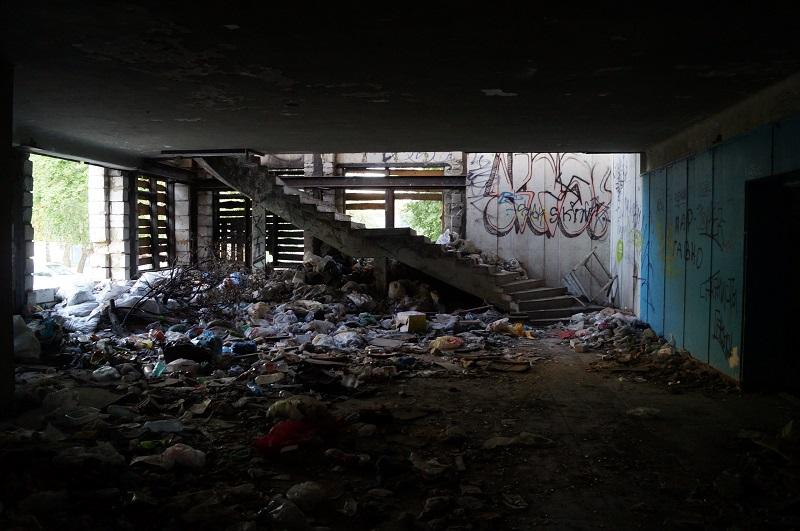В Тамбове окна бывшего ДК «Строитель», который притягивает подростков и наркоманов, заложат кирпичом