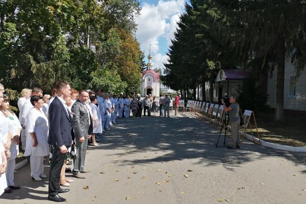 ВТамбове открыли выставку портретов медиков врамках акции «Подвиг продолжается»