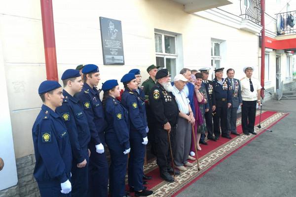 ВТамбове установили мемориальную доску впамять олегендарном моряке-подводнике Юлие Ксюнине