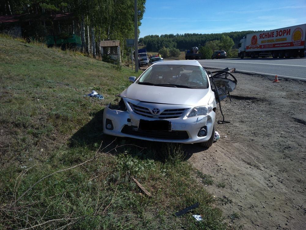 В Тамбовской области произошло ДТП с двумя легковушками и грузовиком