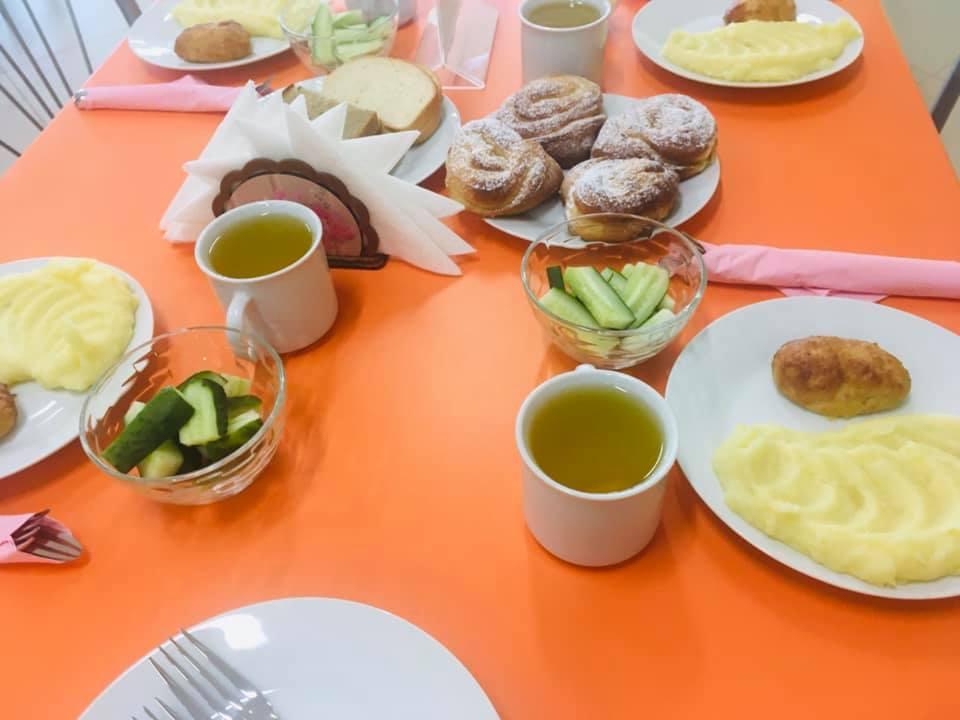 В Тамбовской области всех учеников начальных классов обеспечат горячим питанием