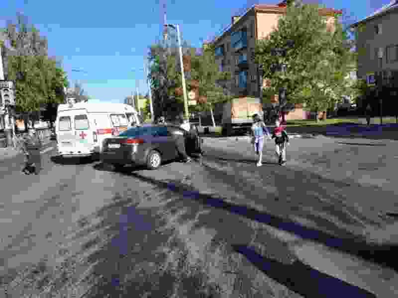 Во время аварии на севере Тамбова «ГАЗель» вылетела на тротуар и снесла дорожный знак