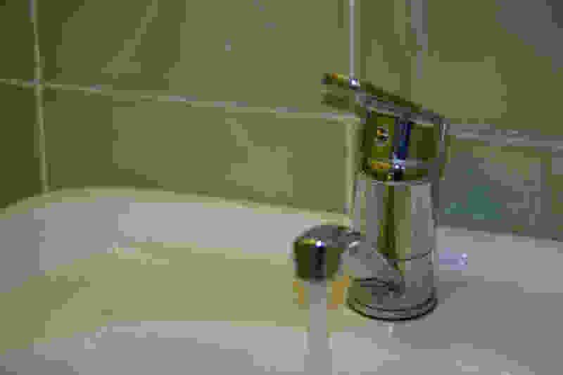 Жителям микрорайона Лётки в Тамбове после коммунальной аварии 3 дня нельзя пить воду из-под крана