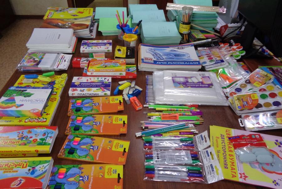 Более 300 тамбовских школьников получили в подарок новые ранцы и канцелярские товары