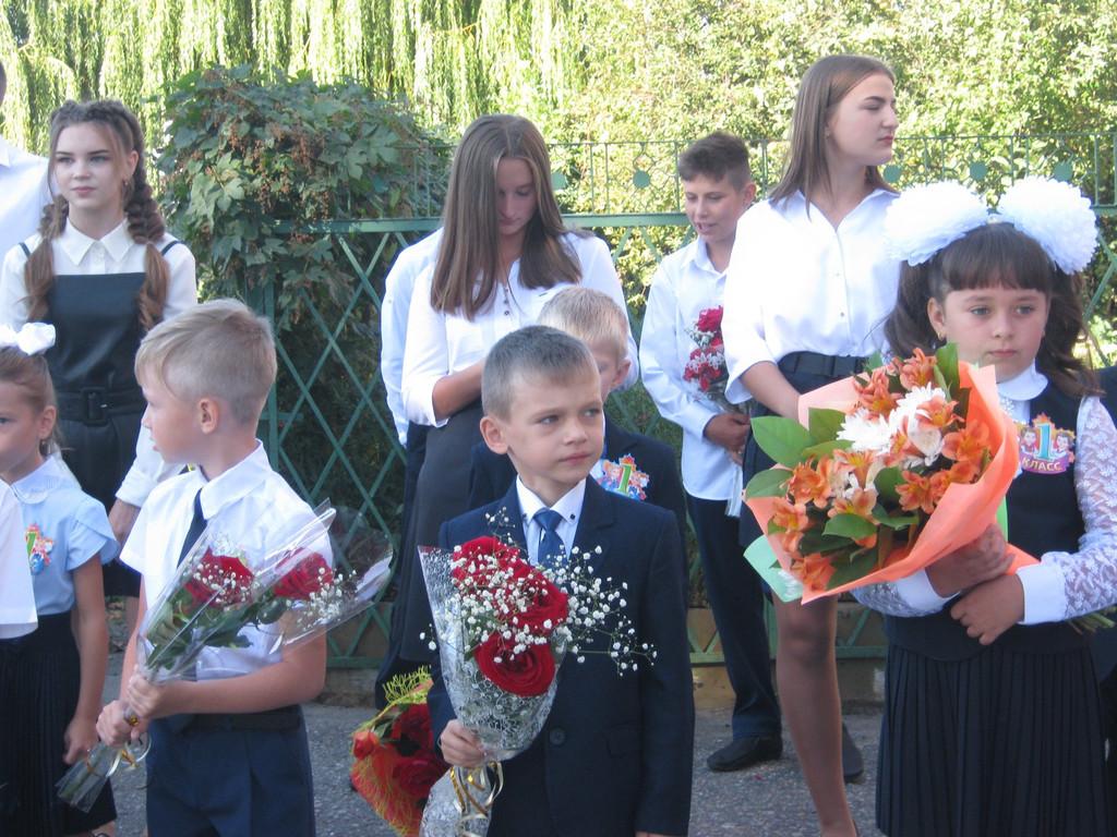 Когда родители и педагоги в масках, а на линейках только первоклассники и выпускники: День знаний в Тамбовской области в пандемию