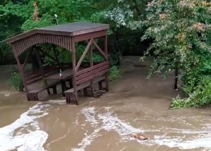На севере Тамбова прорвало крупный водовод