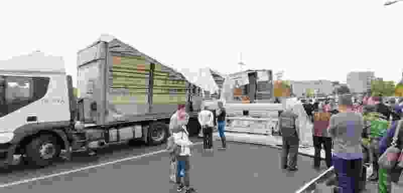 На въезде в Тамбов из грузовика выпал 15-тонный станок