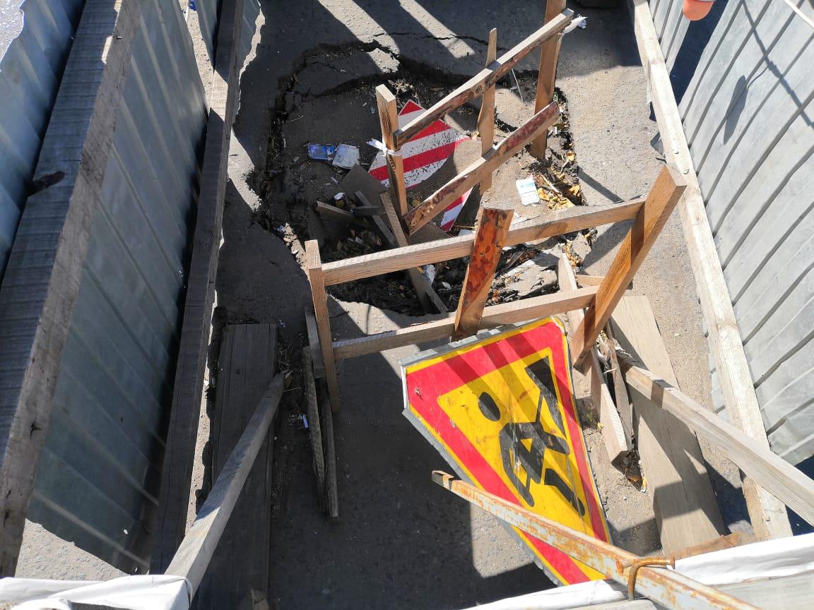 На западе Тамбова коммунальщики больше месяца не могут восстановить провалившийся коллектор