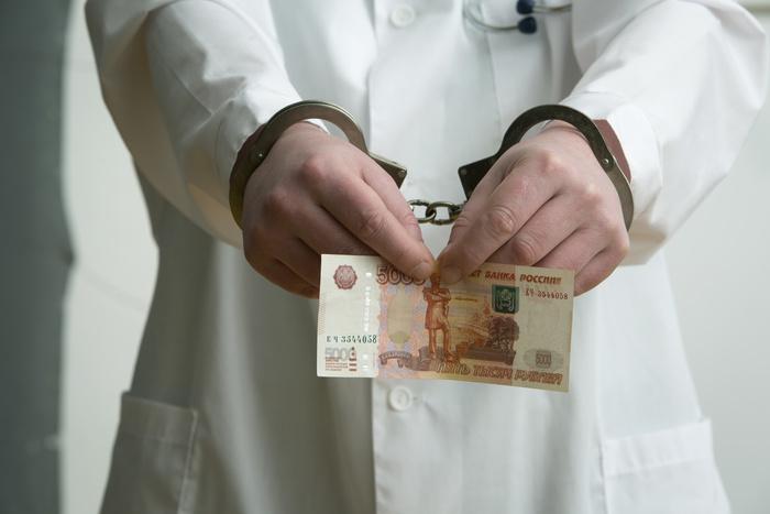 Невролог из Рассказова может получить срок за взятку