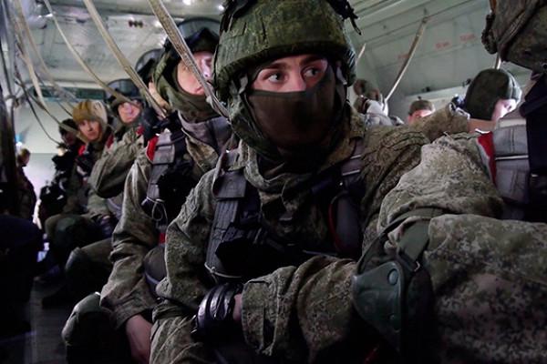 Ночной штурм укрепрайона изачистка захваченного здания: кадры учений спецназа подТамбовом