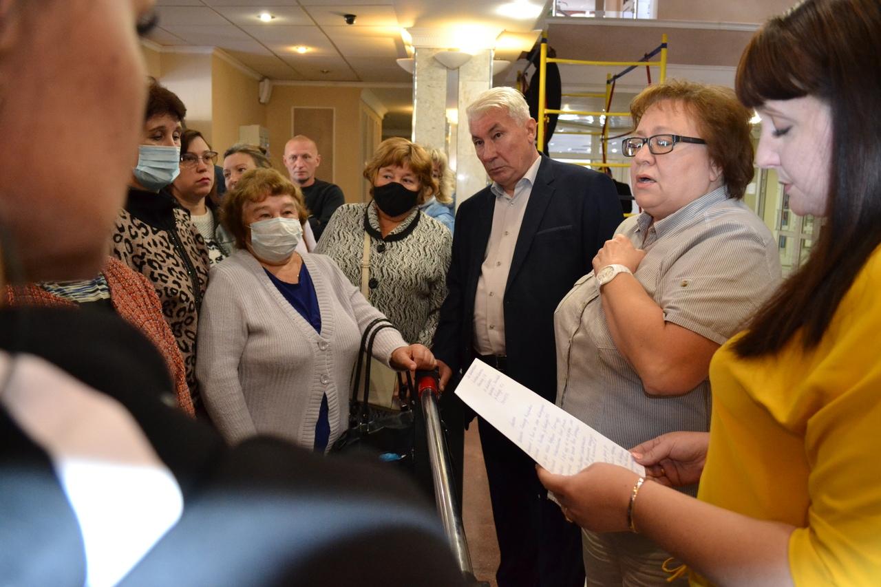 Обманутые Шамояном дольщики с Киквидзе вышли к администрации Тамбовской области требовать встречи с губернатором