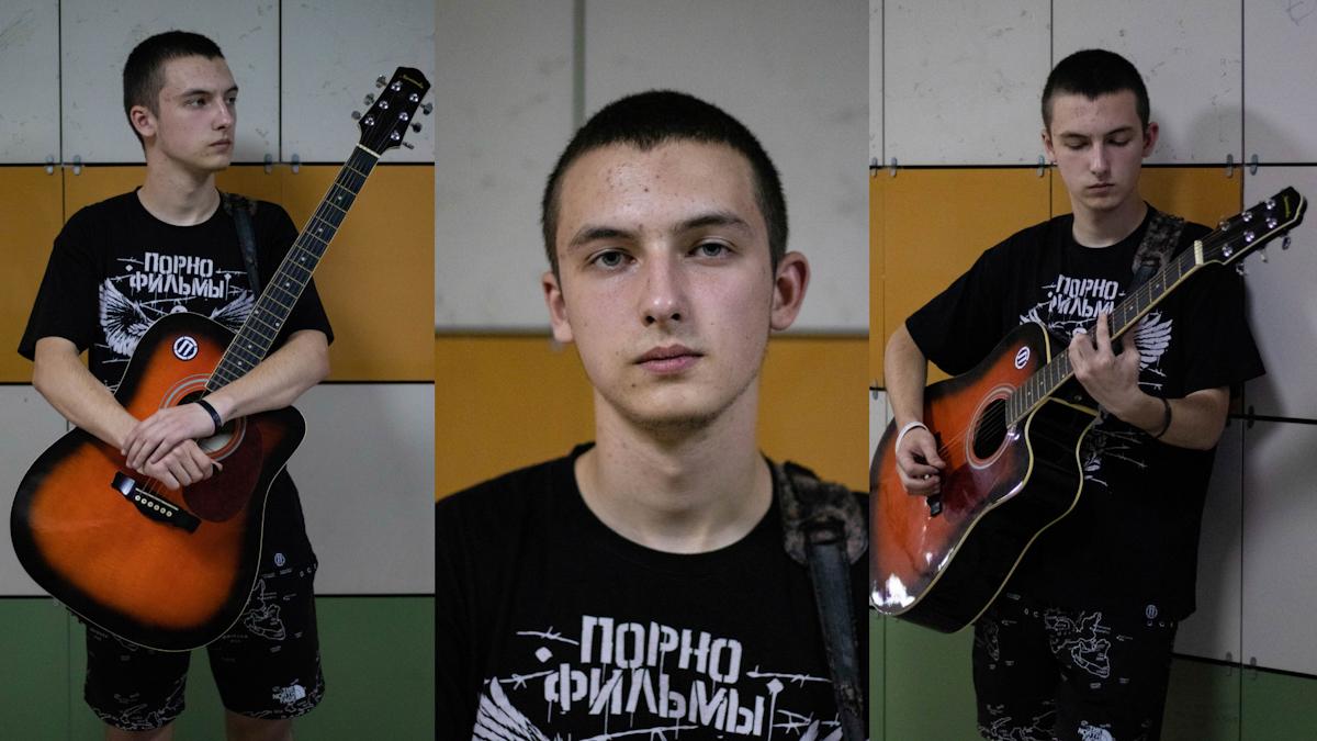 Переход. Тамбовский уличный музыкант про войну с «мужиком с собаками», осуждающие глаза и угрозы