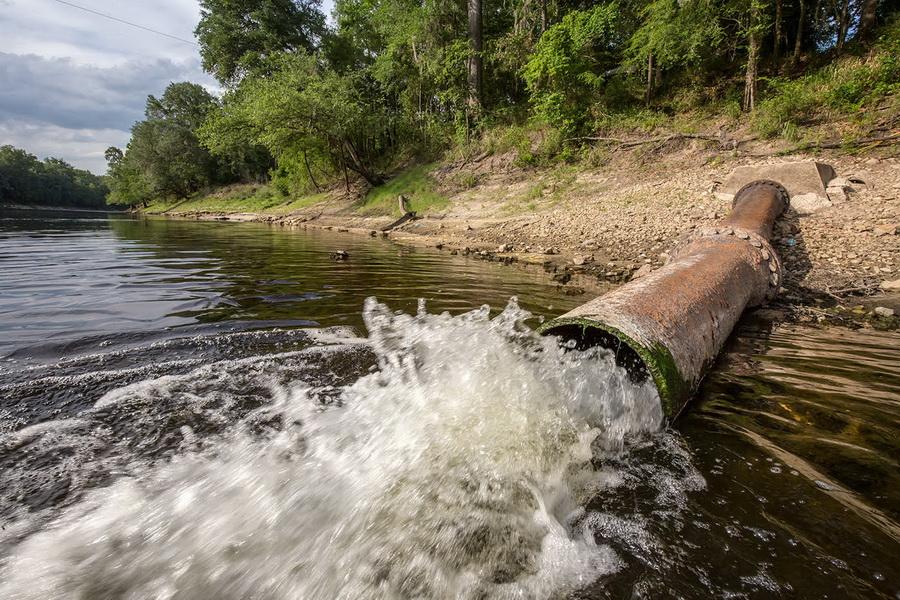 Подведомственная Минобороны организация сбрасывает неочищенные стоки в реку