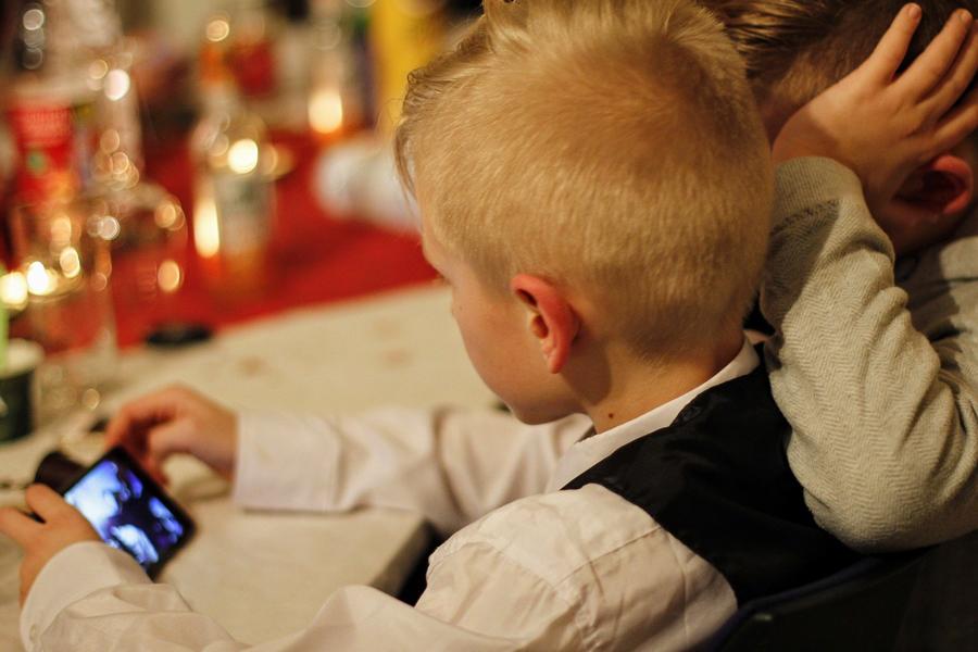 Регистрацию детей в соцсетях предлагают ужесточить