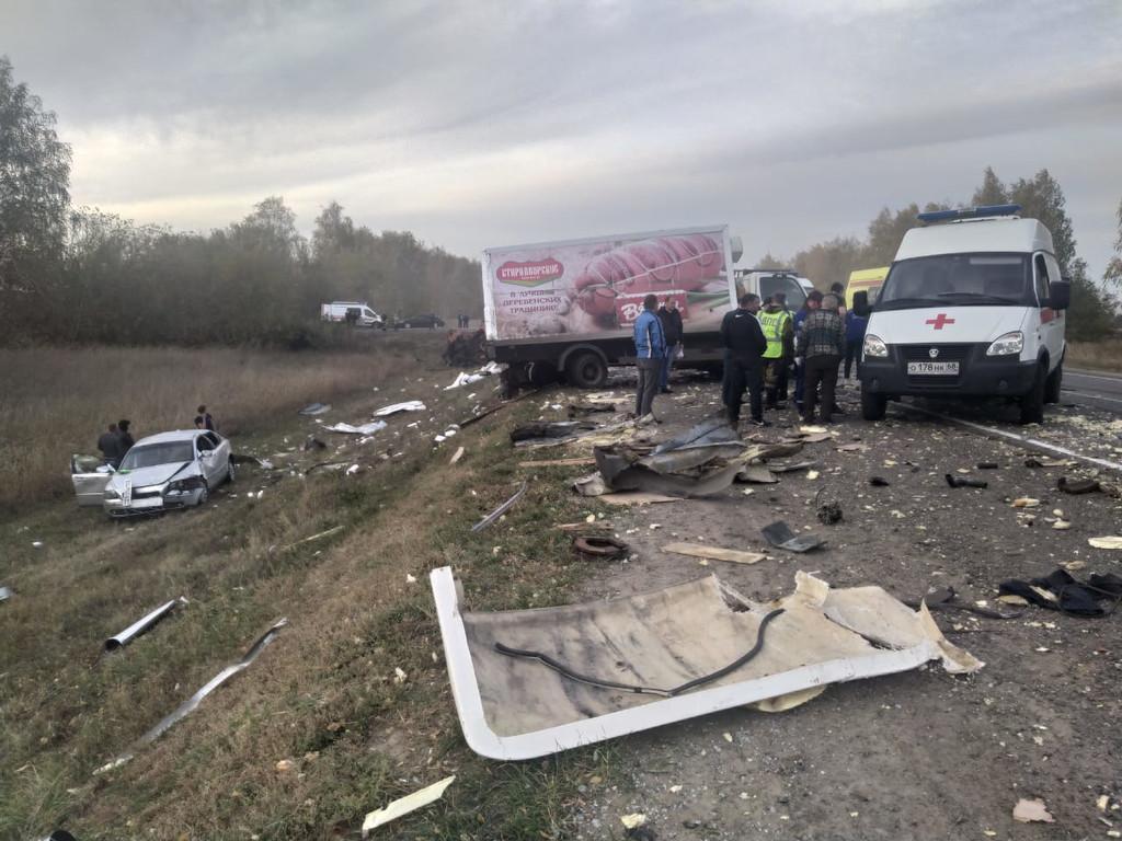 В автокатастрофе с участием нескольких грузовиков в Тамбовском районе пострадало 5 человек