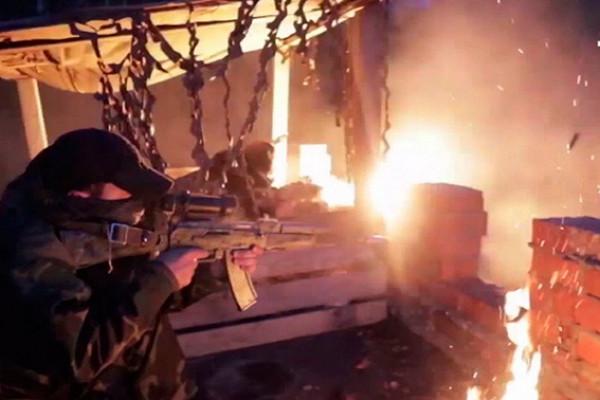 Вкромешной темноте: видео атаки спецназа наусловных боевиков подТамбовом