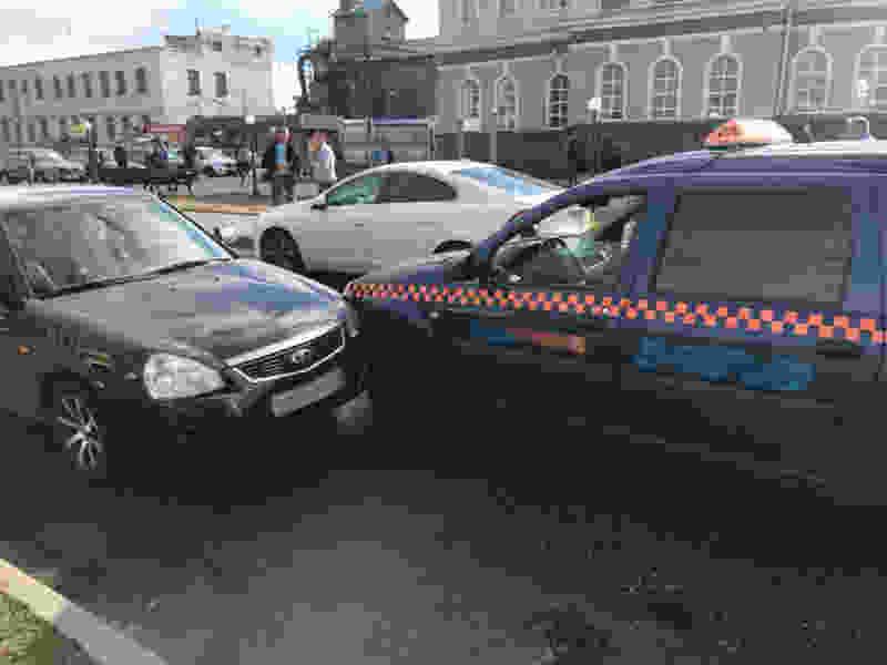 В Мичуринске столкнулись две легковушки: есть пострадавшие