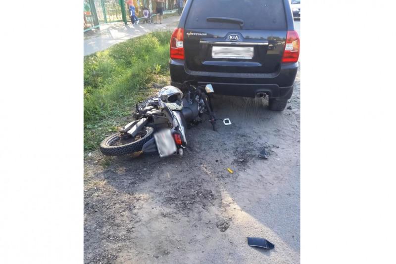 В Моршанске мотоциклист столкнулся с двумя машинами подряд