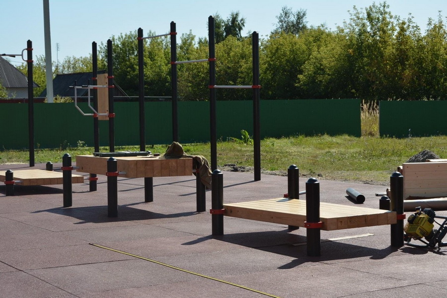 В Рассказовском районе строят новую спортивную площадку