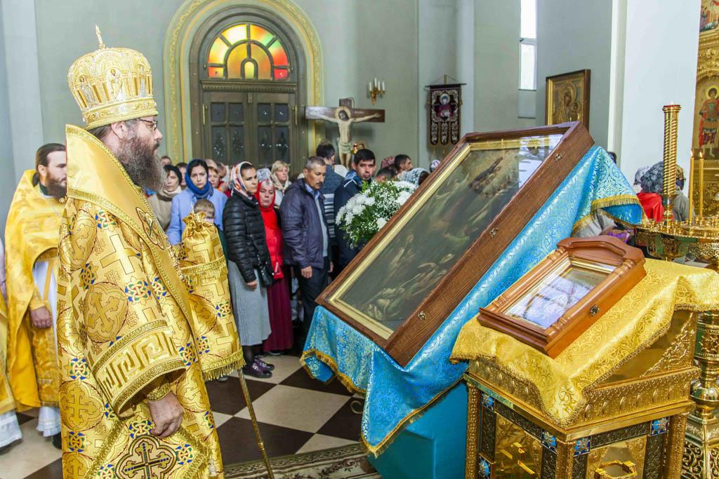 В Тамбов доставили мироточивую икону Божией Матери