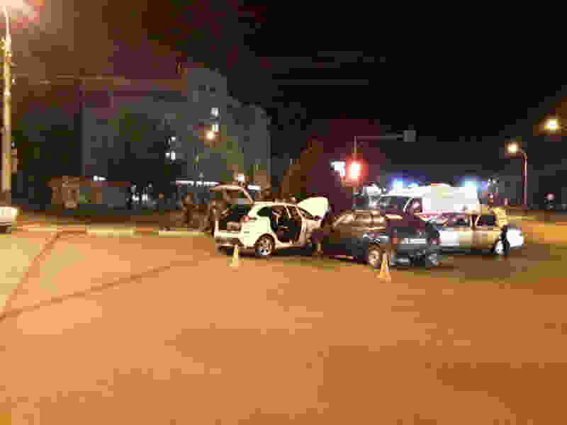 В Тамбове на бульваре Энтузиастов столкнулись две легковушки: пострадали 4 человека