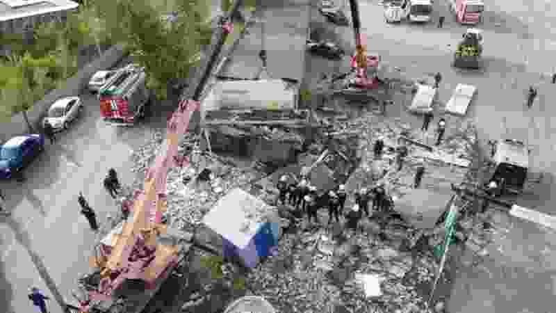 В Тамбове под завалами гаражей после взрыва баллона погиб человек