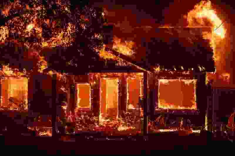 В Тамбовской области на собственной даче в пожаре заживо сгорела муромчанка
