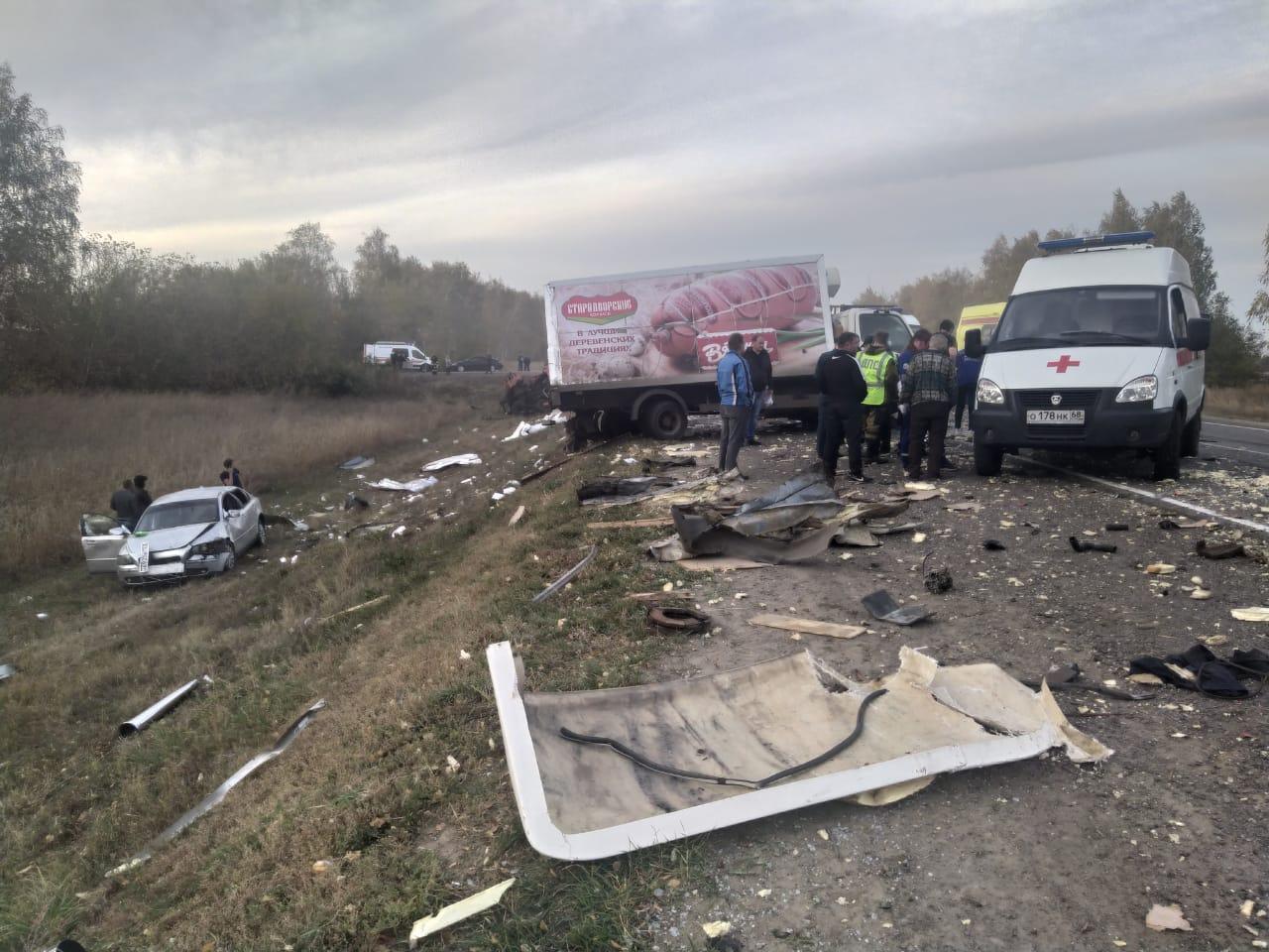 В Тамбовском районе столкнулись шесть автомобилей: двое пострадавших в тяжелом состоянии