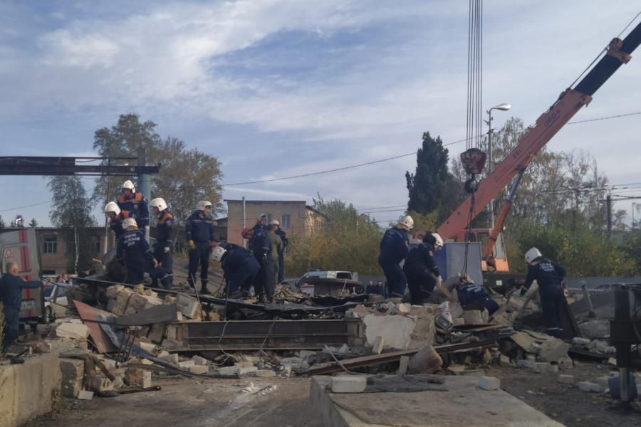 В завалах рухнувших после взрыва баллона гаражей обнаружено тело погибшего