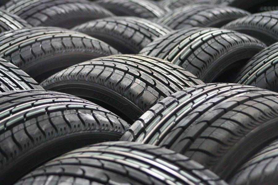 В жилых новостройках запретят продавать шины и автомасла