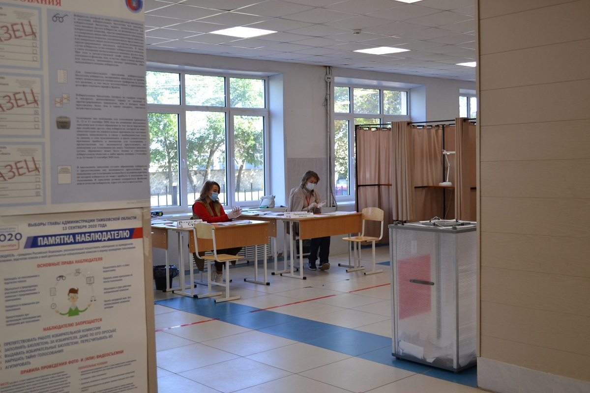 Второй день голосования. Репортаж с избирательных участков: «Я каждый раз прихожу на выборы, голосую за своего кандидата и верю, что смогу повлиять на исход»