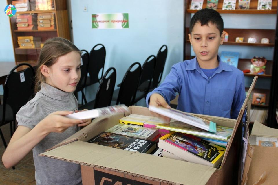 Детская библиотека Рассказова получила в дар новые книги