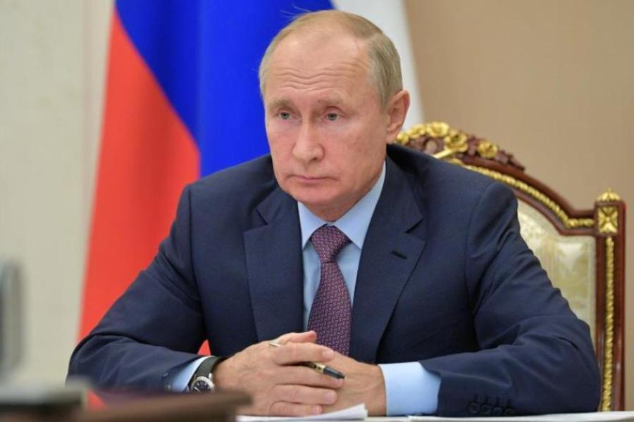 Для семей с низким доходом Путин продлил детские выплаты