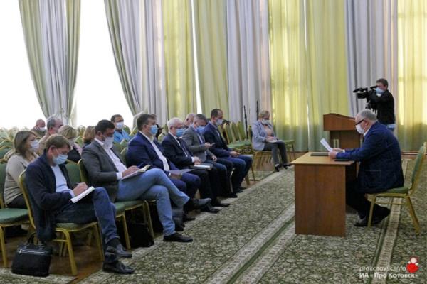 Глава Котовска Алексей Плахотников провёл расширенное рабочее совещание по строительству новой экотехношколы