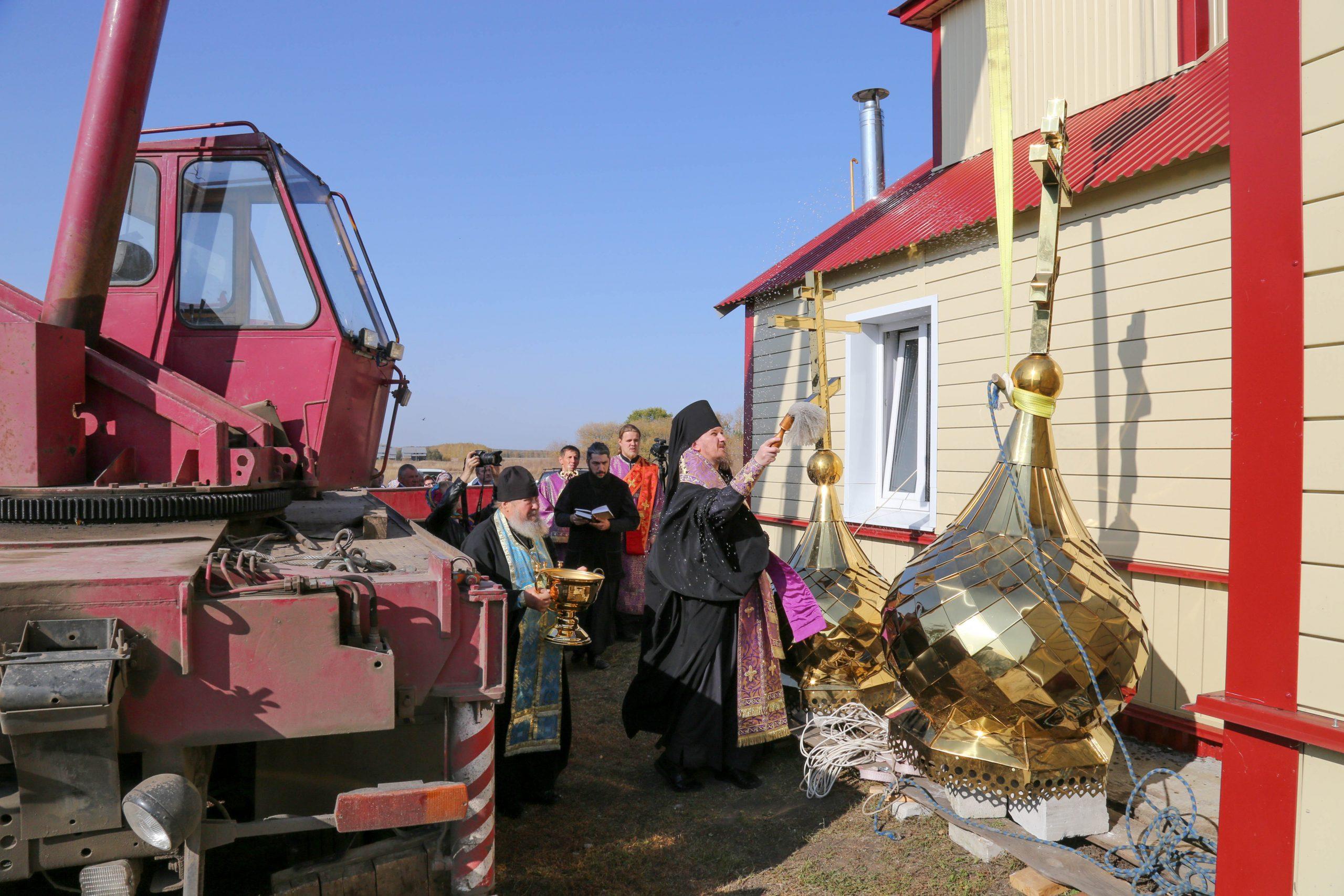 На храм в Гавриловском районе установили купол
