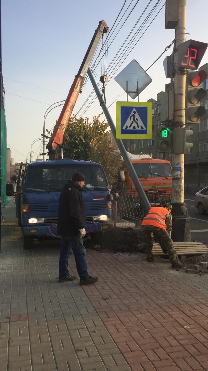 На улице Советской в Тамбове устанавливают дублирующие дорожные знаки