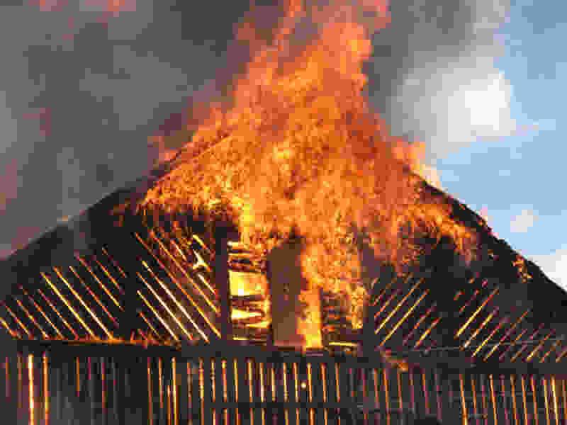 При пожаре в частном доме в деревне Измайловка погибли двое