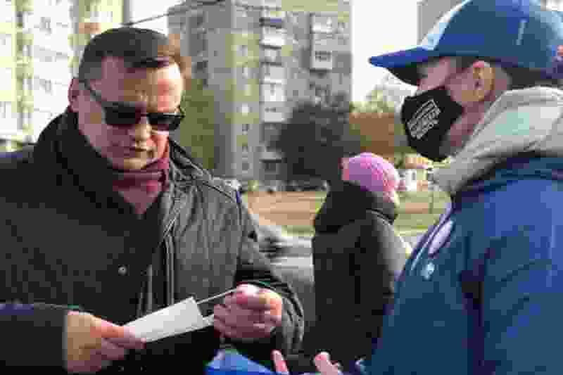 Тамбовские волонтёры раздают маски в общественном транспорте