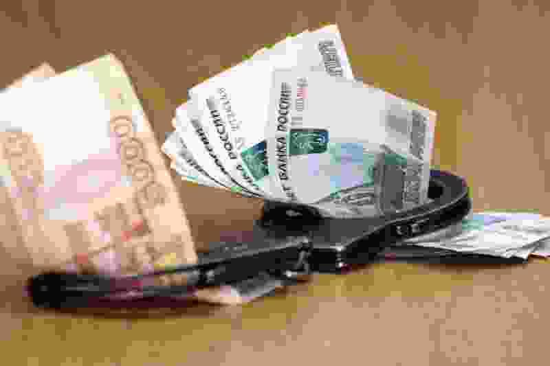 Тамбовский пристав попалась на взятке в 200 тысяч рублей